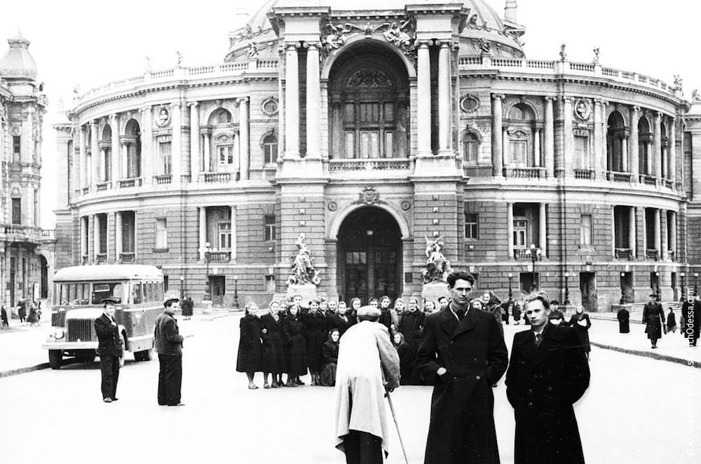 Вид театра с Ришельевской, неизвестный семейный архив