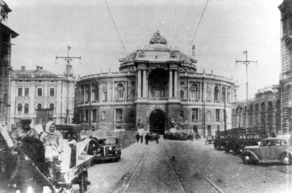 Вид театра с Ришельевской, конец 1940-х г.г.