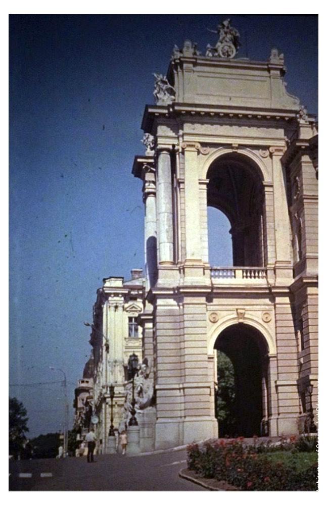 Вид театра с Ланжероновской. Фото: В. Фертюк