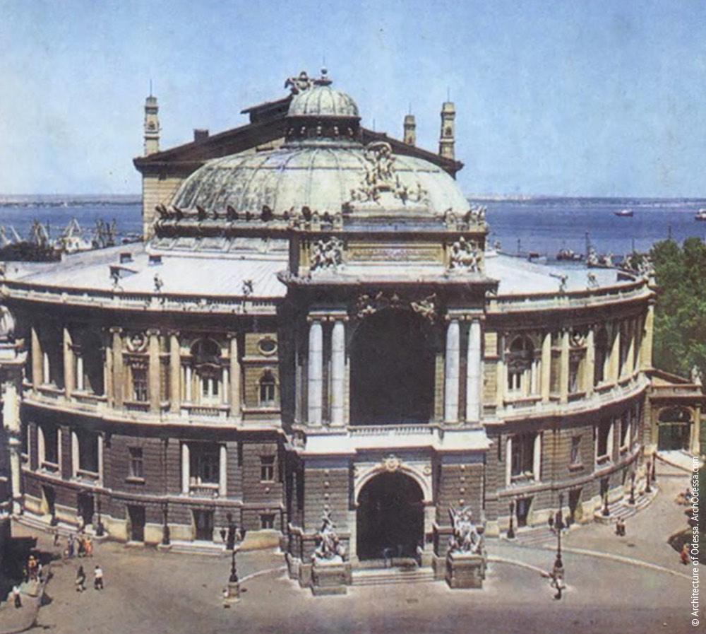 Вид театра с крыши здания по Ришельевской, 4