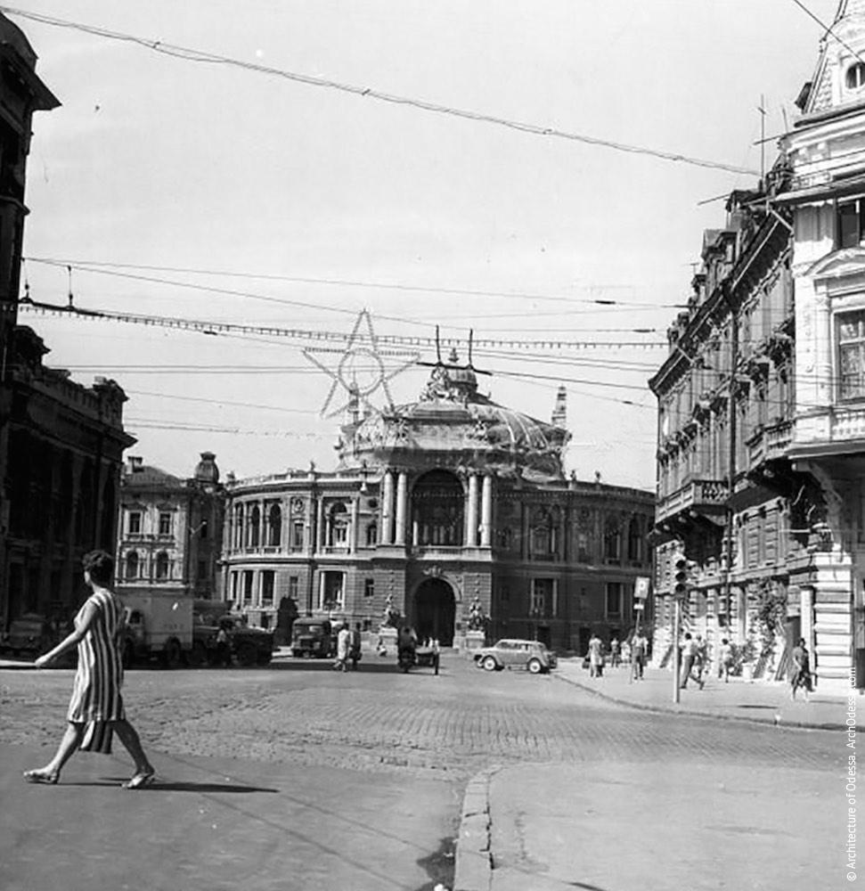 Вид театра с Ришельевской, 1956 г.
