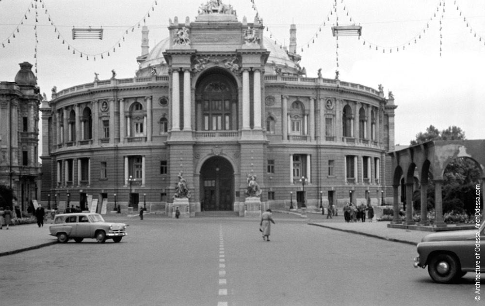 Вид театра с Ришельевской, 1960 г.