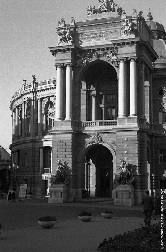 Вид театра с Ришельевской,1961 г.