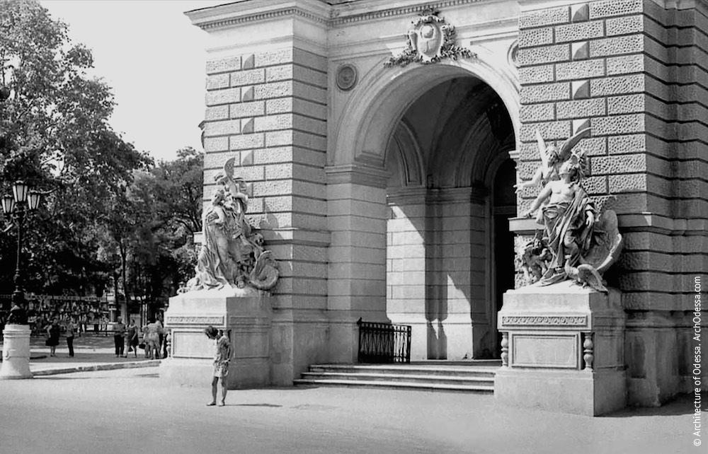 Вид главного входа театра с Ришельевской,1964 г.