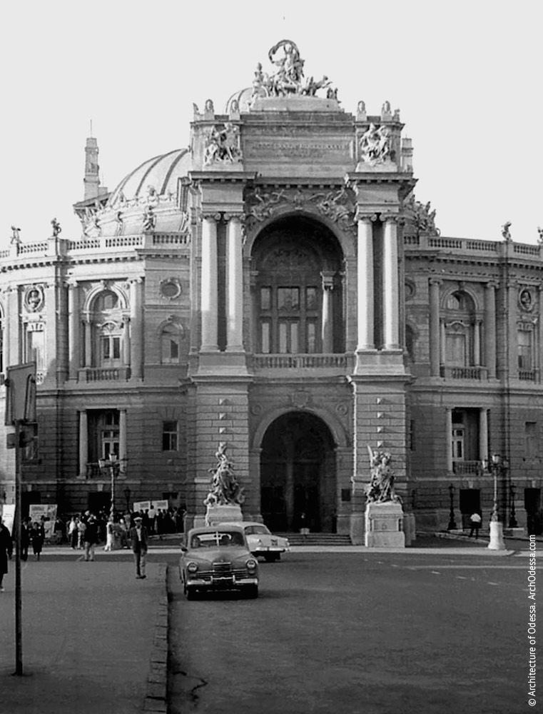 Вид театра с Ришельевской,1964 г.
