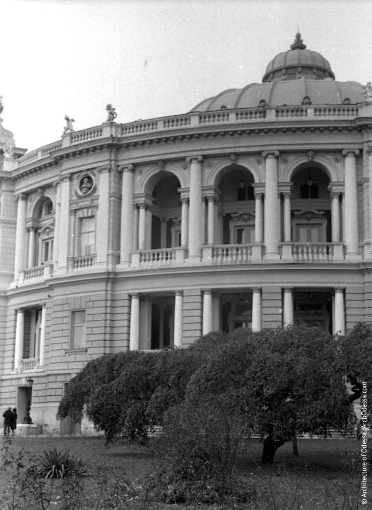 Вид театра со стороны Театрального сада, 1967 г.