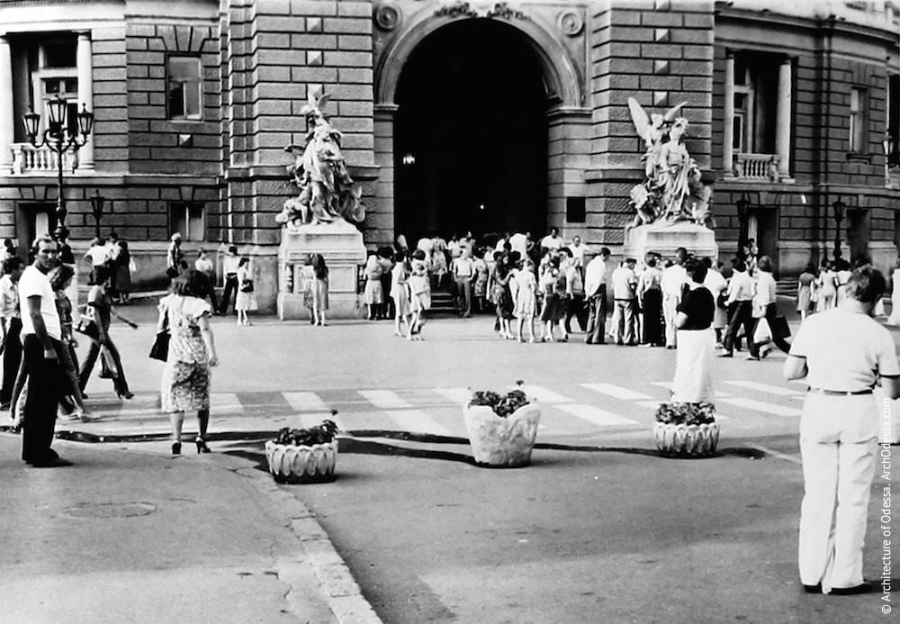 Главный вход в театр, 1981 г.