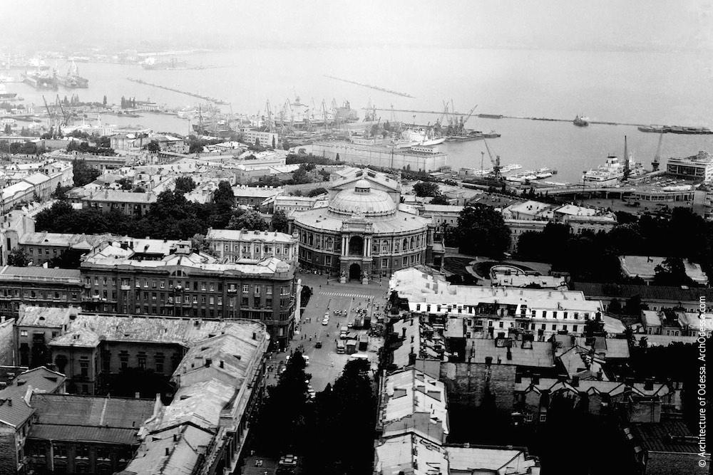 Вид Ришельевской и театра с воздуха. Фото: Ю.Бойко, 1989 г.