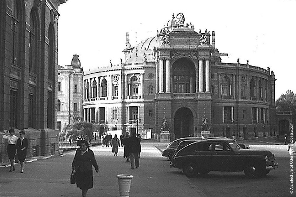 Вид театра с Ришельевской, 1959 г.