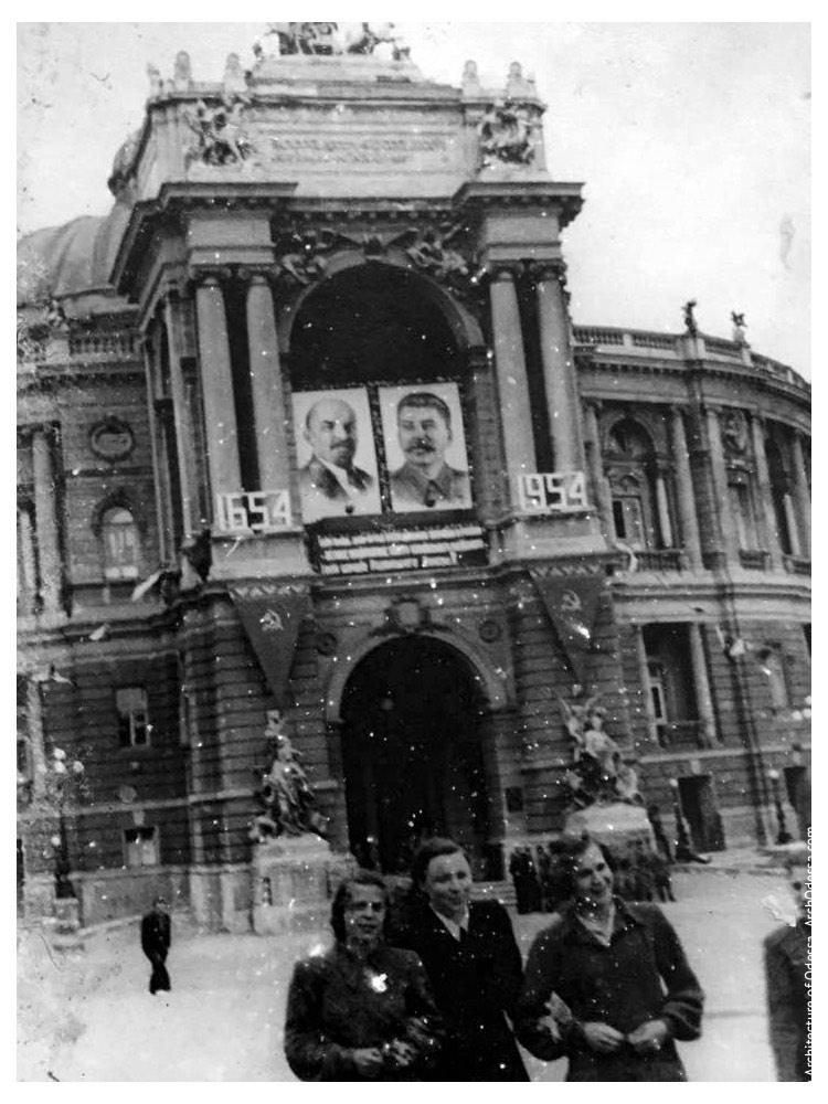 Вид театра с Ришельевской, 1954 г.
