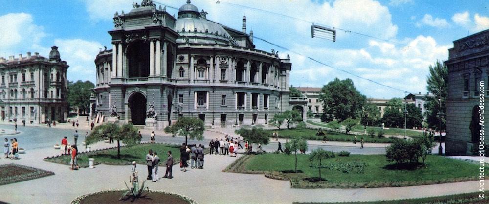 Вид театра и Театрального сада, открытка, 1970-е г.г.