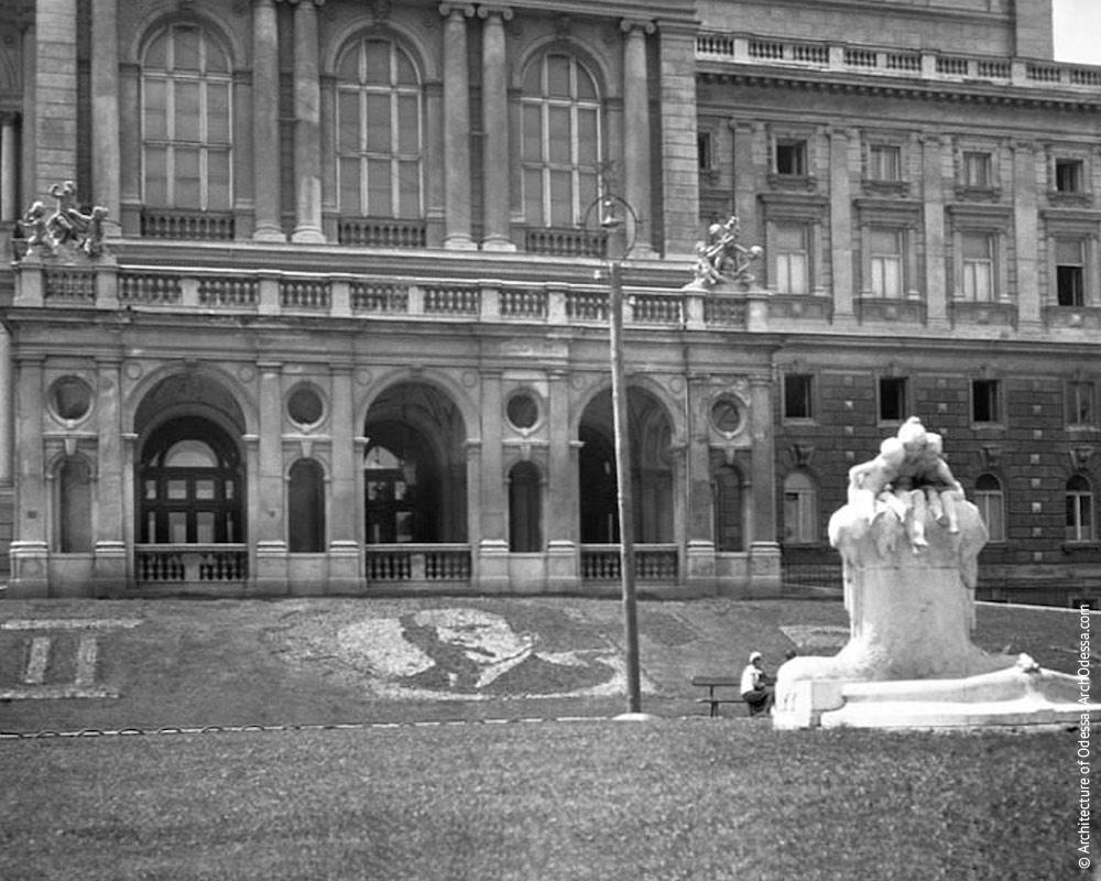 Фонтан-скульптура «Молодость», фото 1930-х г.г.
