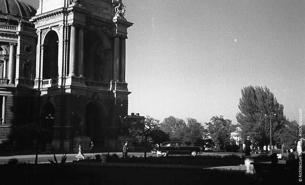 Вид на Театральный сад с Театральной площади, лето 1954 г.