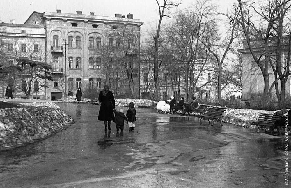 Театральный сад, весна 1954 г.