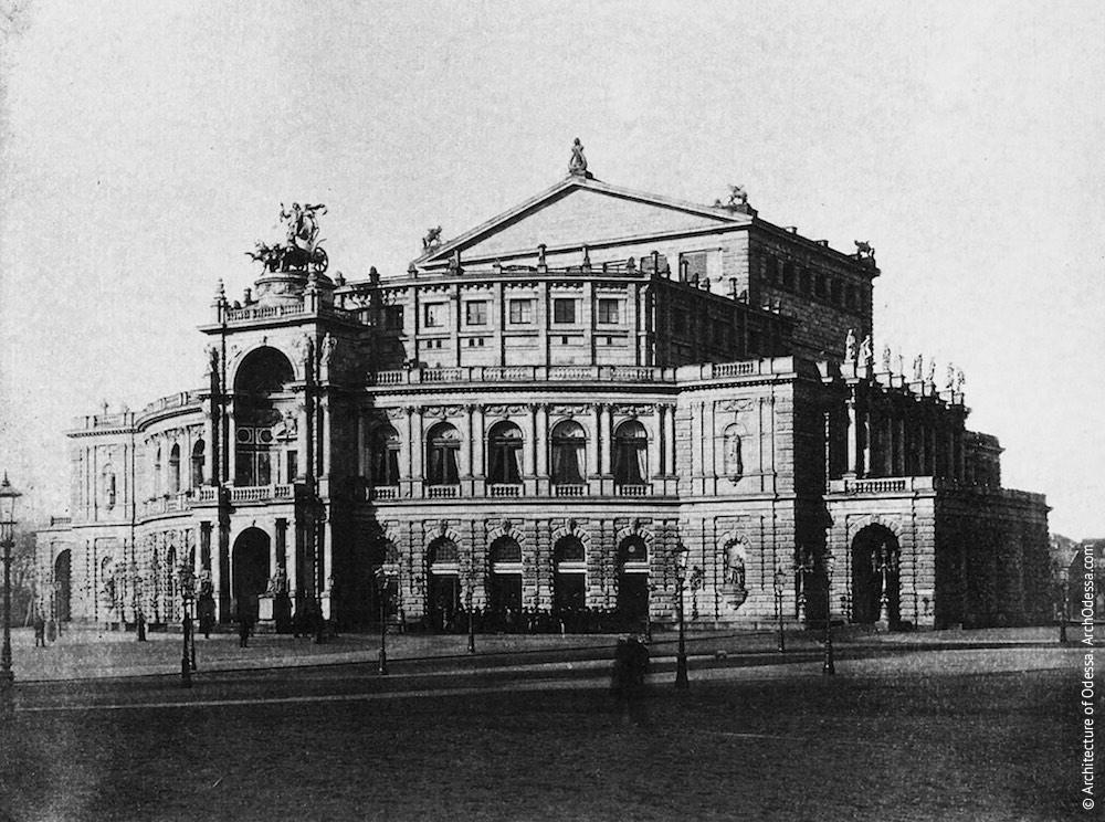 Оперный театр в Дрездене, Германия (арх. Г. Земпер (проект), М. Земпер (строительство), 1871-1879 г.г.). Возведен на месте сгоревшего Королевского театра.