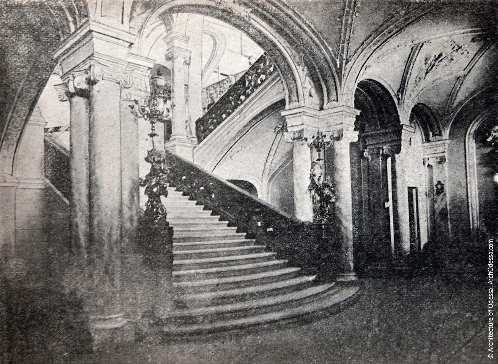 Подножие лестницы, открытка 1930-х г.г.