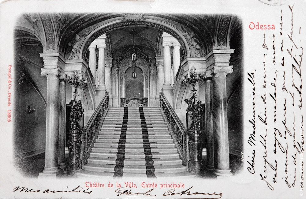 Вид на лестницу от входа, открытка нач. XX в.