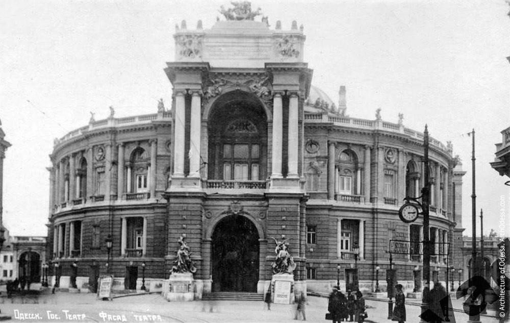 Общий вид театра с Ришельевской