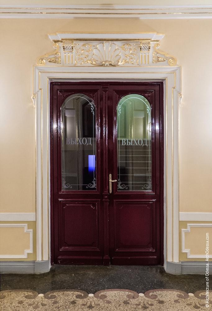 Дверь вспомогательного помещения