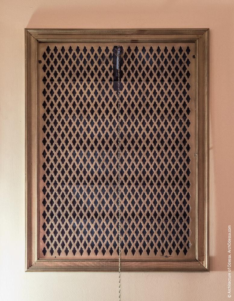 Вентиляционная решетка в галерее