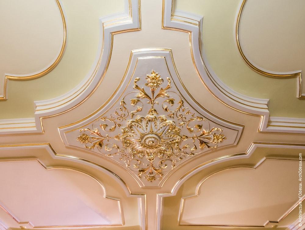 Потолок, крестообразная розетка