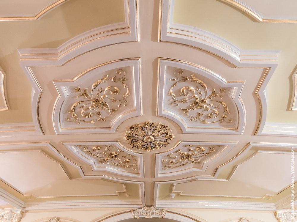 Потолок, круглая розетка