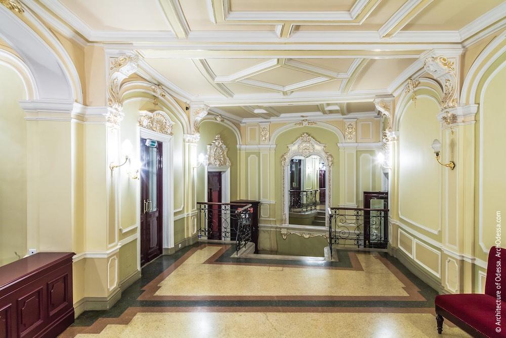 Торцевая часть главного коридора, общий вид