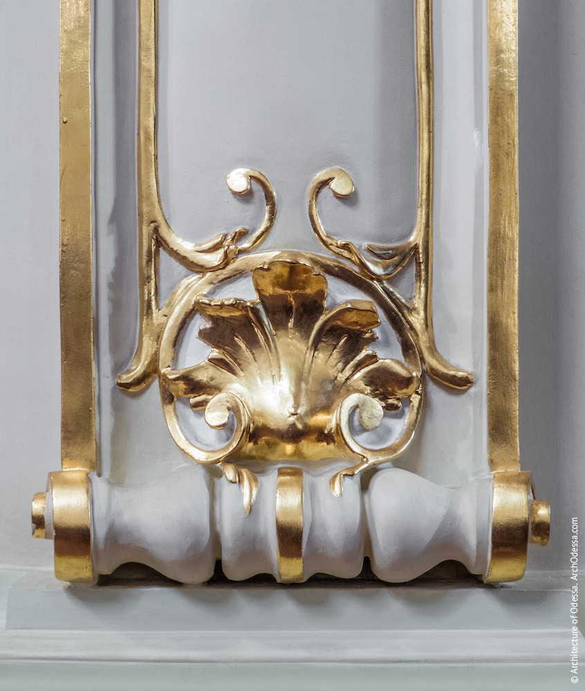 Фрагмент декора простенка, уровень бенуара