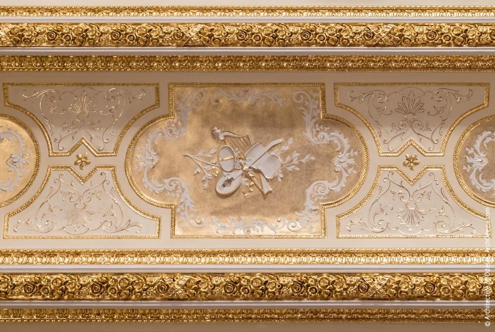Потолок над оркестровой ямой, филенка