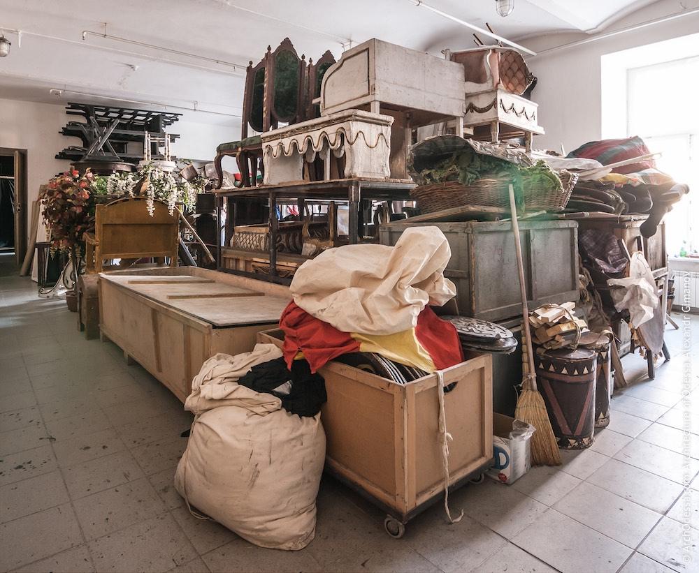 Склад декораций. Фото: А. Гиманов