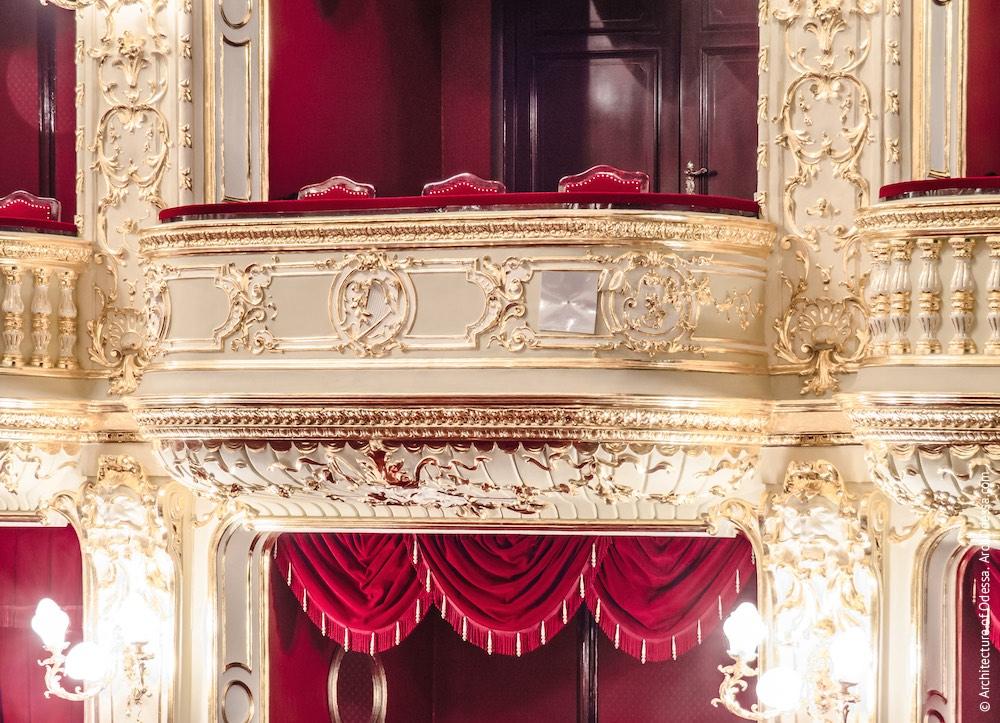 Балкон центральной оси, уровень бельетажа