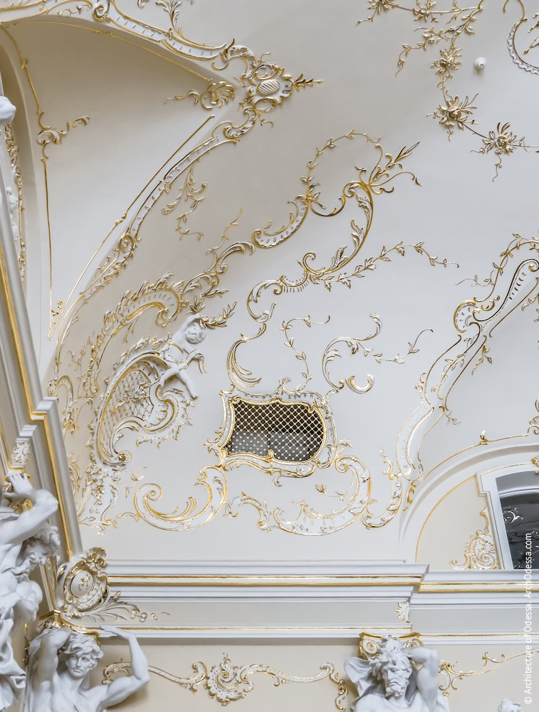 Угловой фрагмент потолка