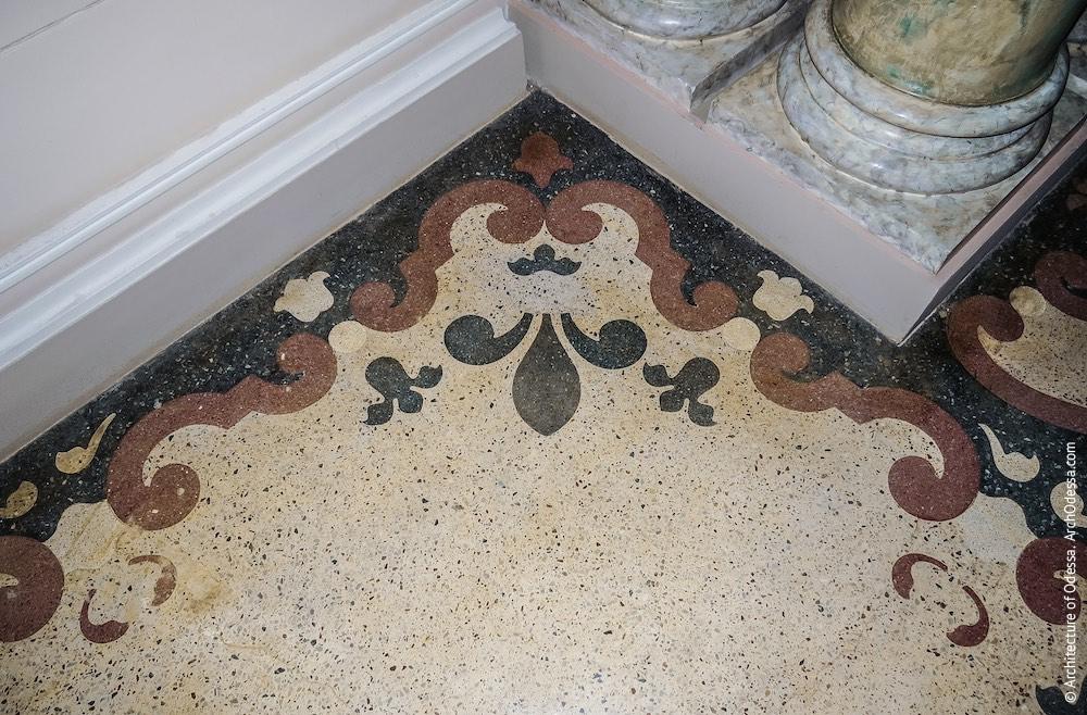Фрагмент бетоно-мозаичного узора на полу