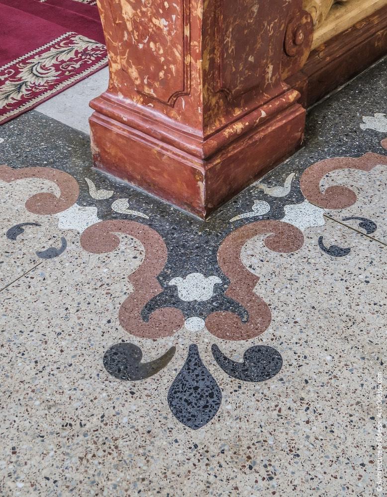 Фрагмент бетоно-мозаичного орнамента на полу