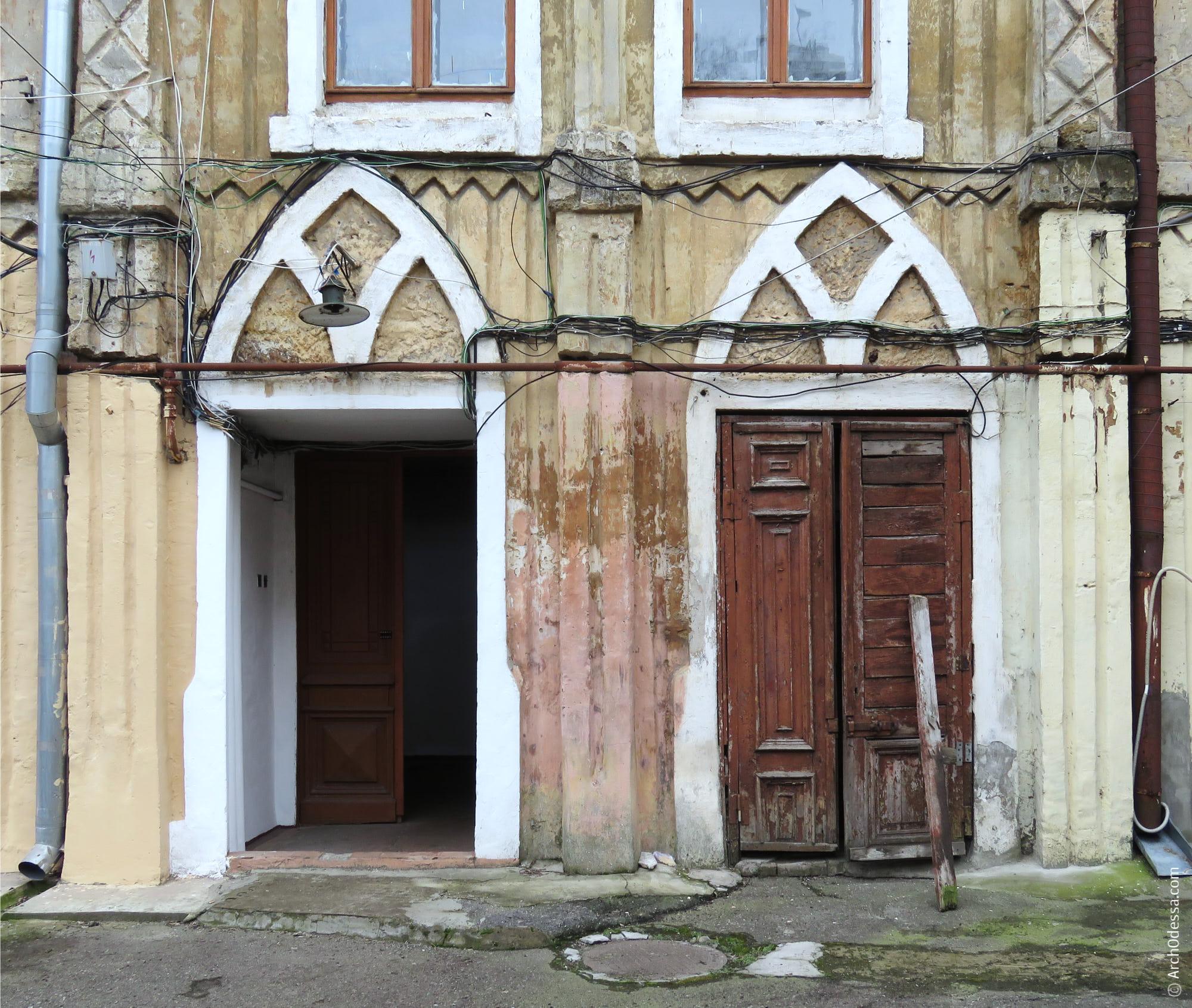 Порталы входов главной лестницы и ледника