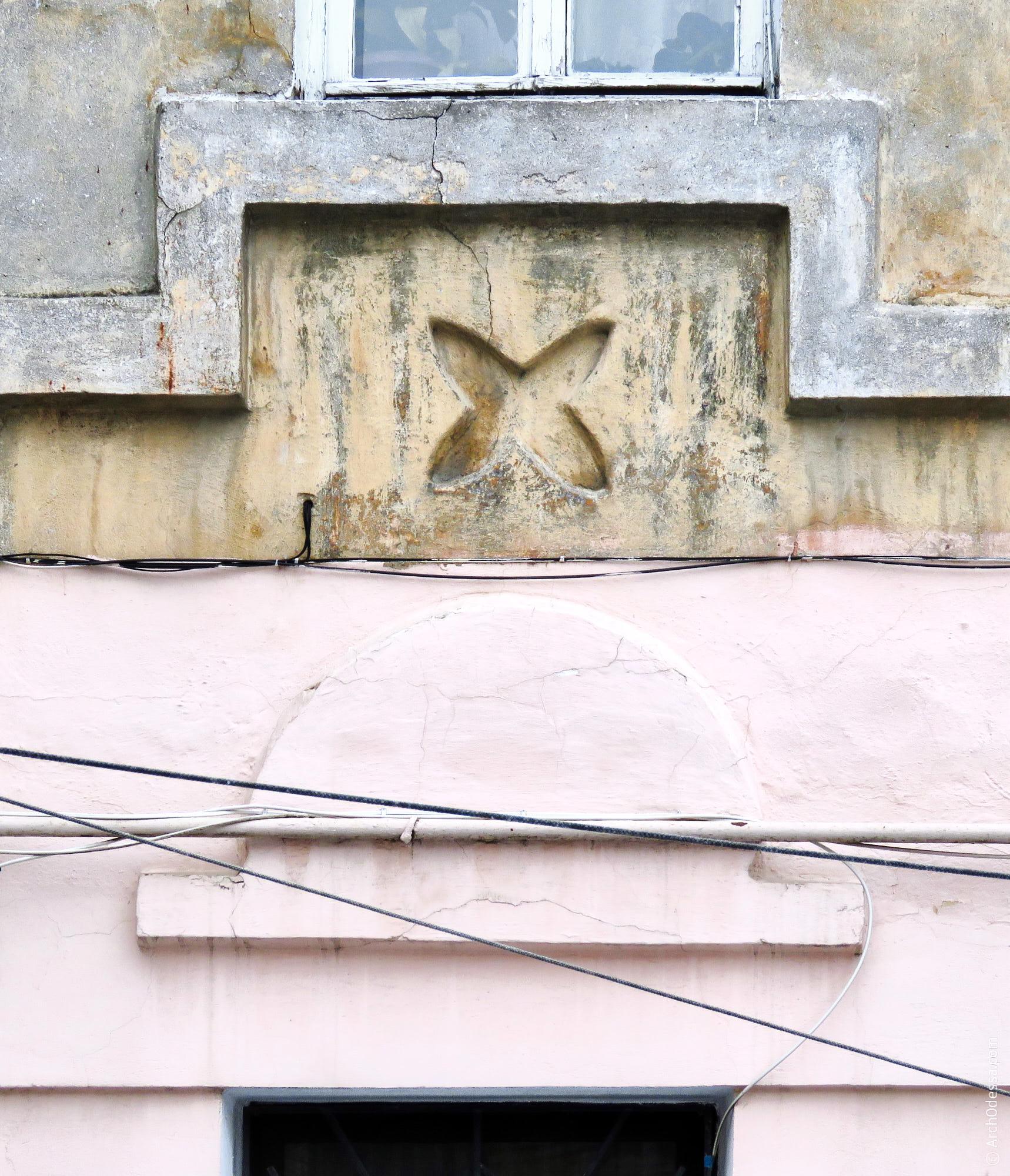 Сандрик и междуэтажная филенка