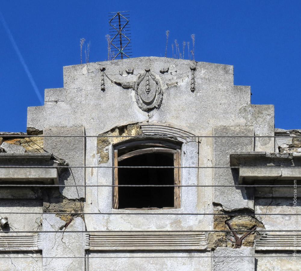 Центральный фронтон, общий вид