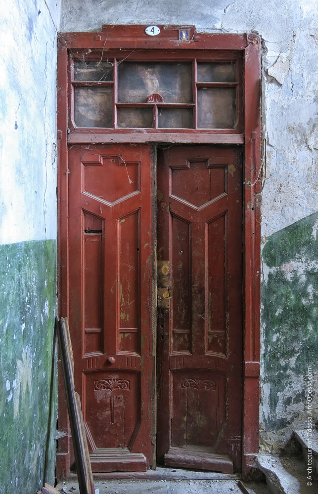 Квартирная дверь, общий вид