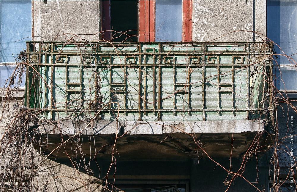 Фасад по Пантелеймоновской, один из балконов