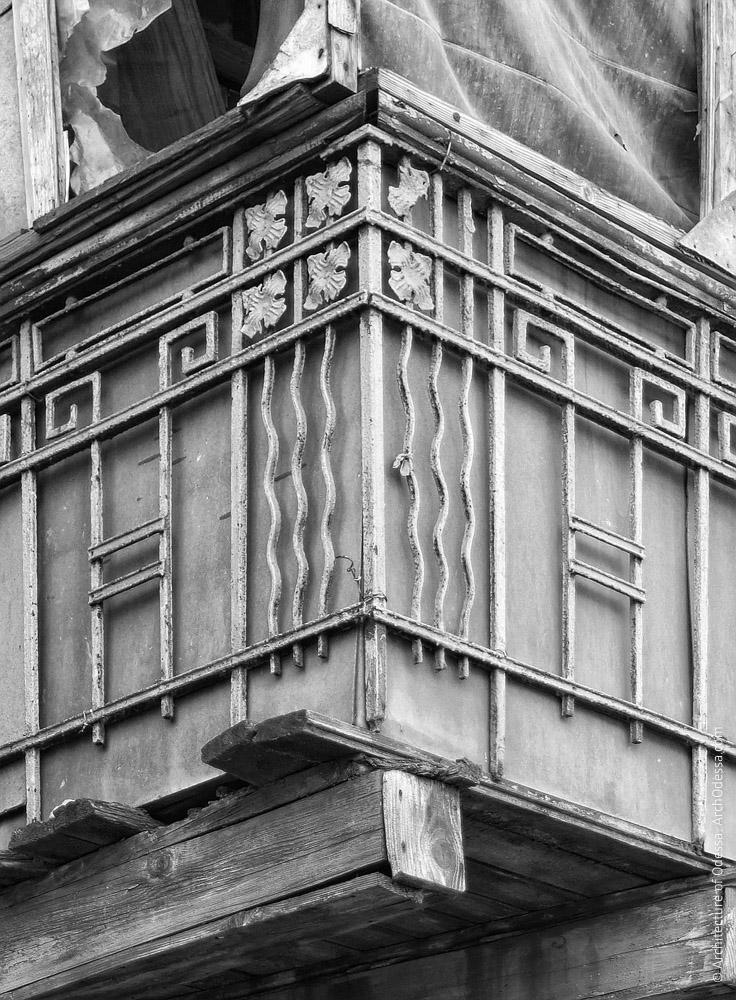 Один из балконов, деталь ограждения