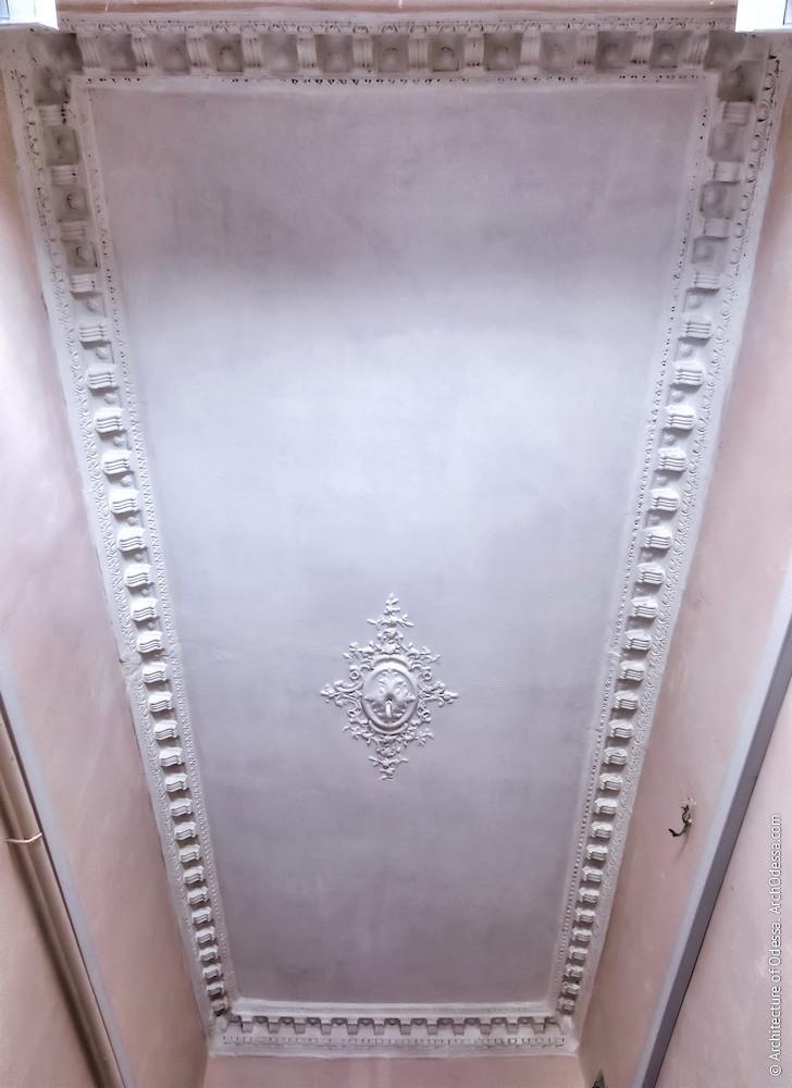 Потолок вестибюля