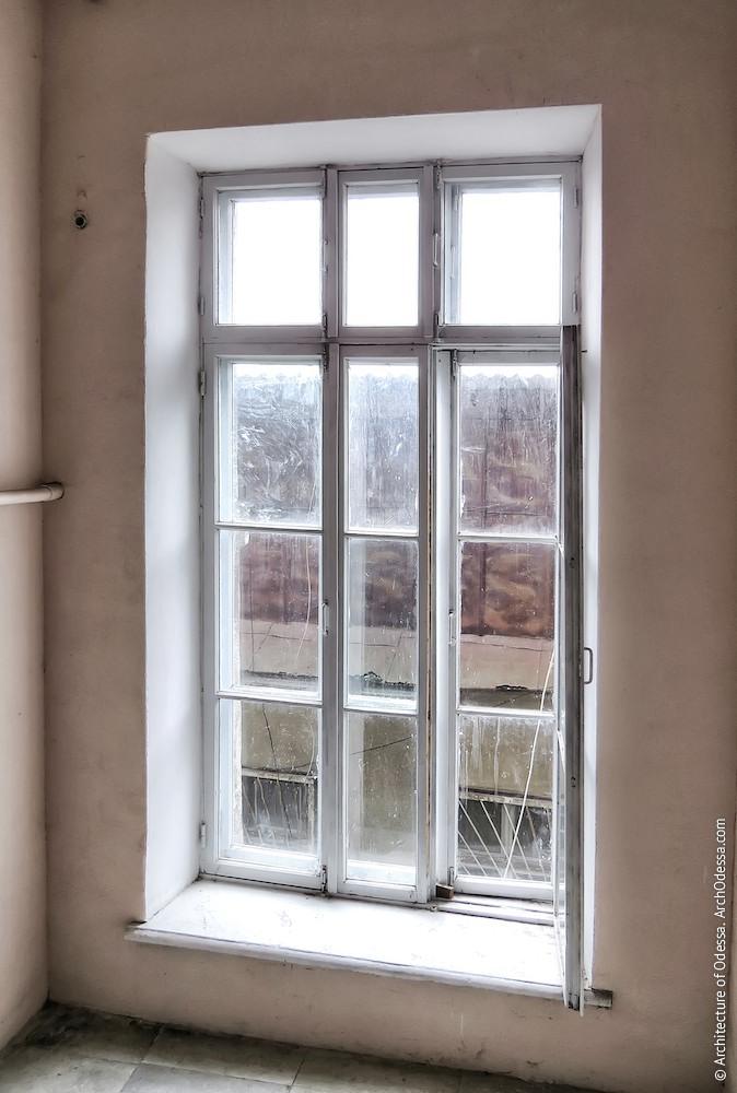 Нижнее световое окно