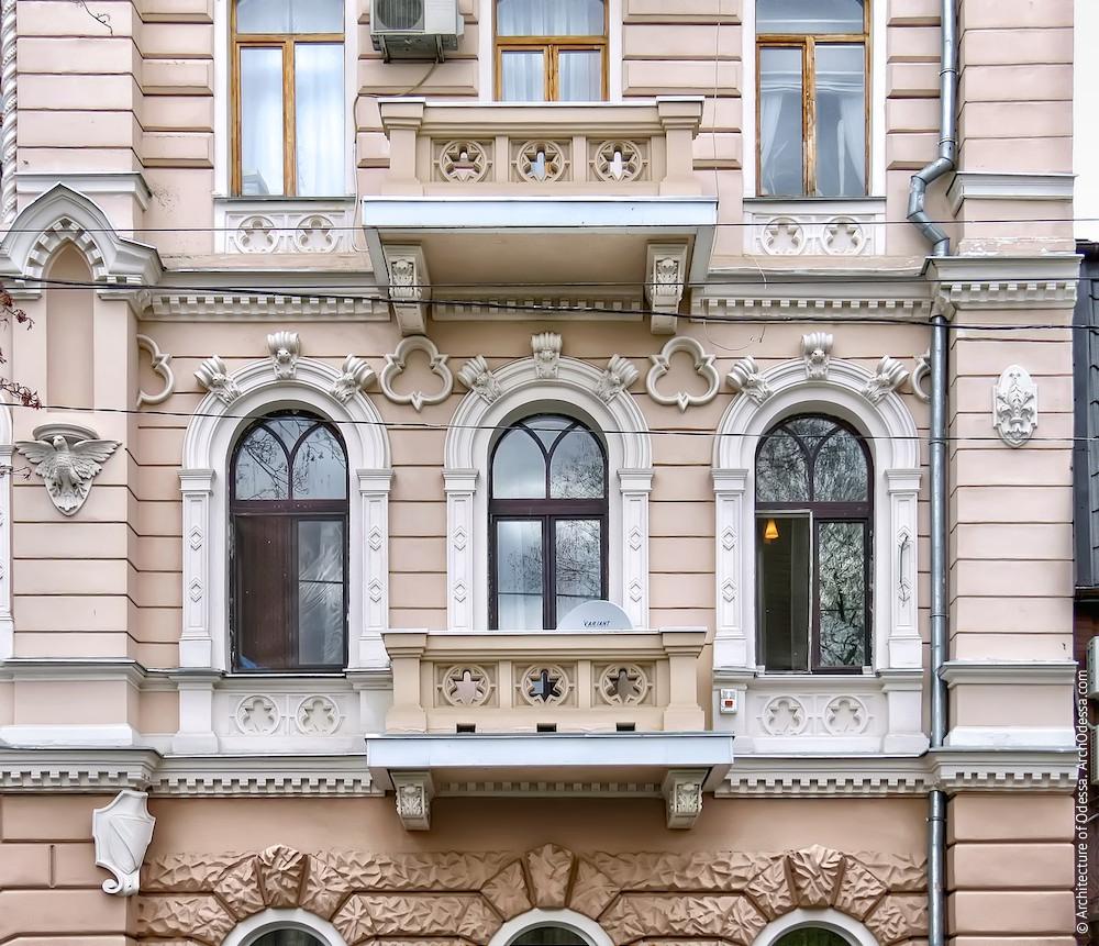 Общий вид окон и балкона