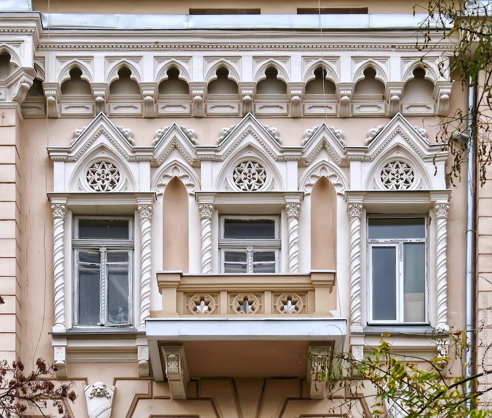Общий вид композиции правой стороны фасада