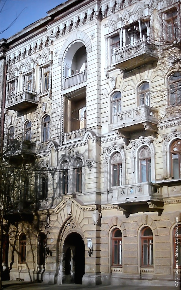 Фрагмент главного фасада на фото Владимира Георгиевича Никитенко, 1970-е годы