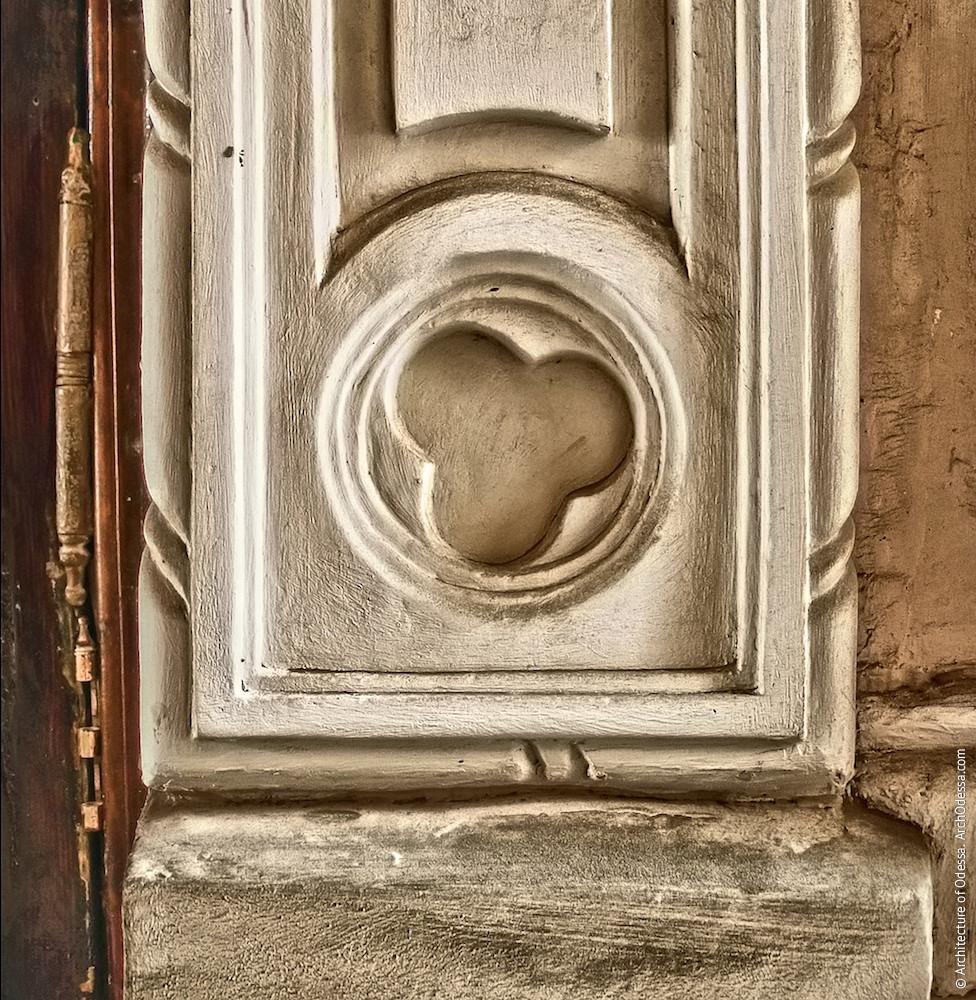 Деталь дверного обрамления