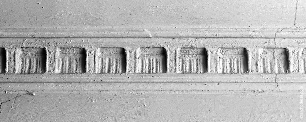Ceiling of the staircase, cornice