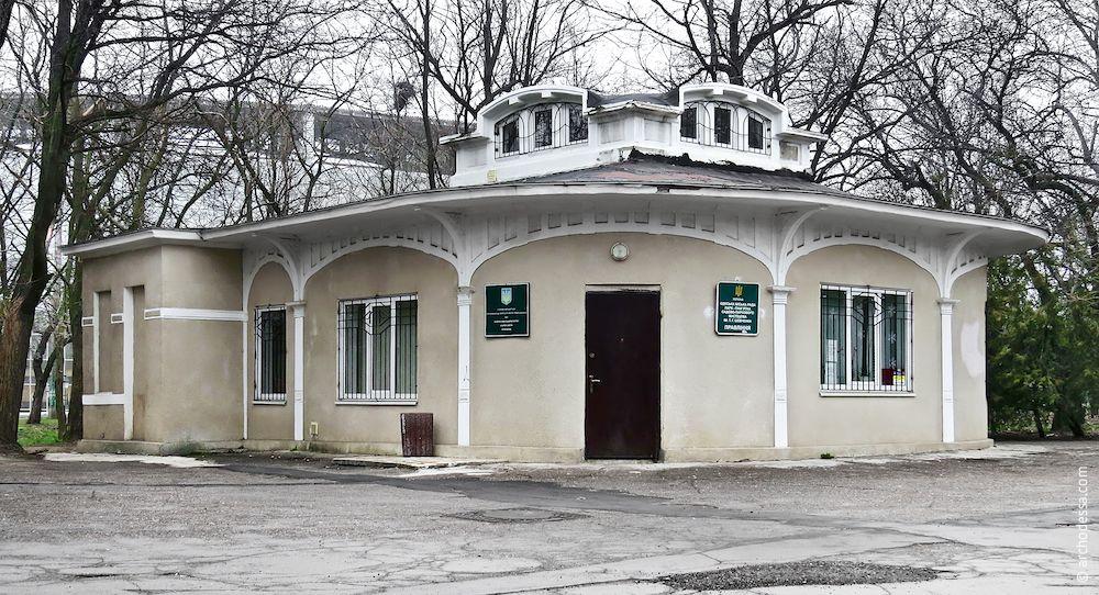 T. Shevchenko's Park. Tram stop.  Architecture of Odessa.