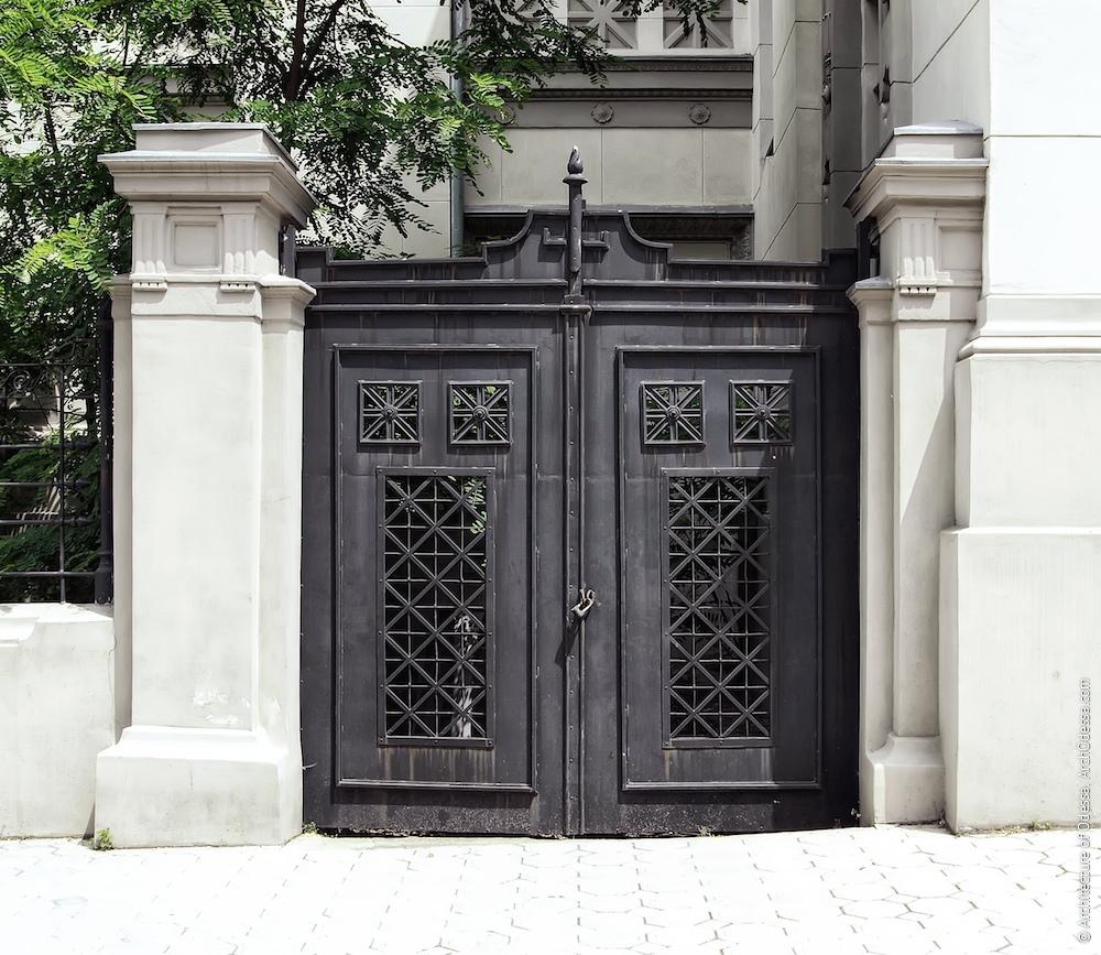 Лівобічні ворота (загальний вигляд)