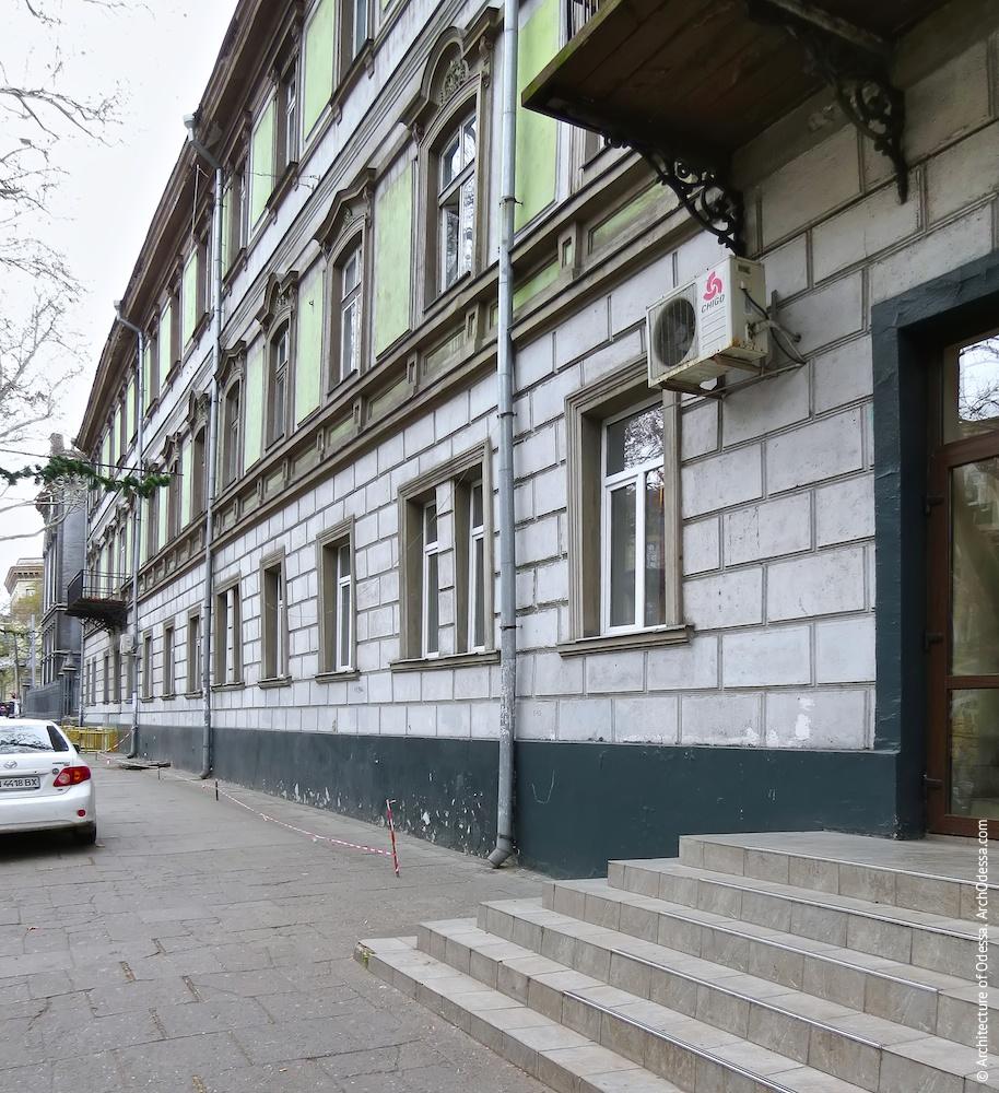 Фрагмент фасадной плоскости первого этажа